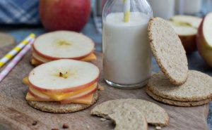 Oat crackers with apple and cheese
